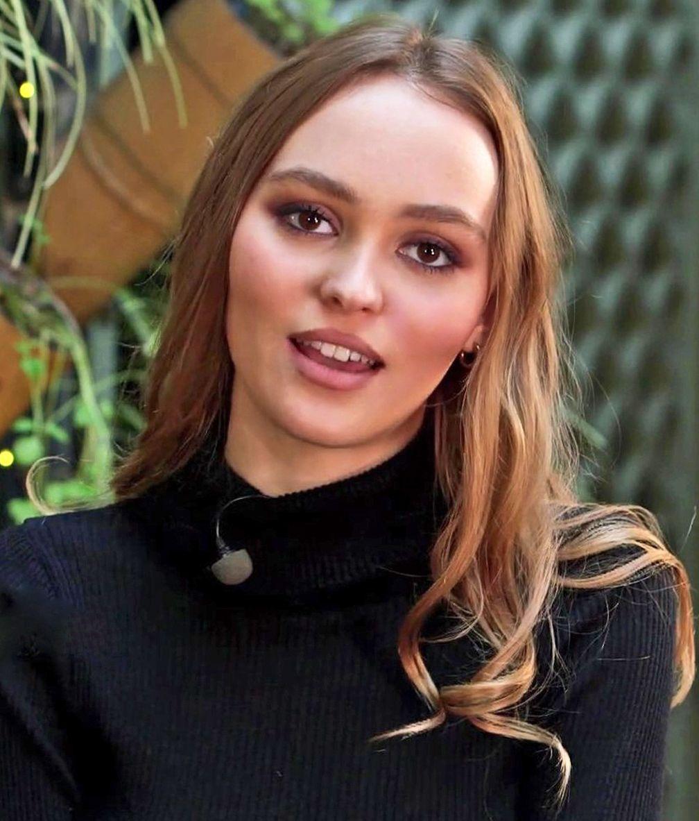 Le beau visage de Lily lors de l'interview pour l'émission