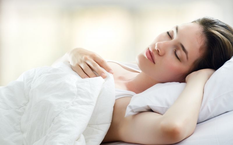 Go to bed earlier this winter: 7 Tips to Protect Your Skin While You Sleep