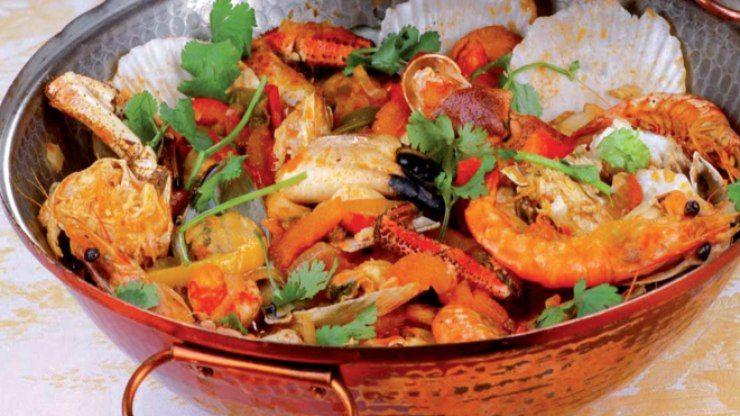 A Receita De Cataplana De Peixes E Mariscos é Muito Famosa Em Portugal Veja Abaixo Como é Simples Fazer Uma Catapl Receitas Comida étnica Receitas Portuguesas