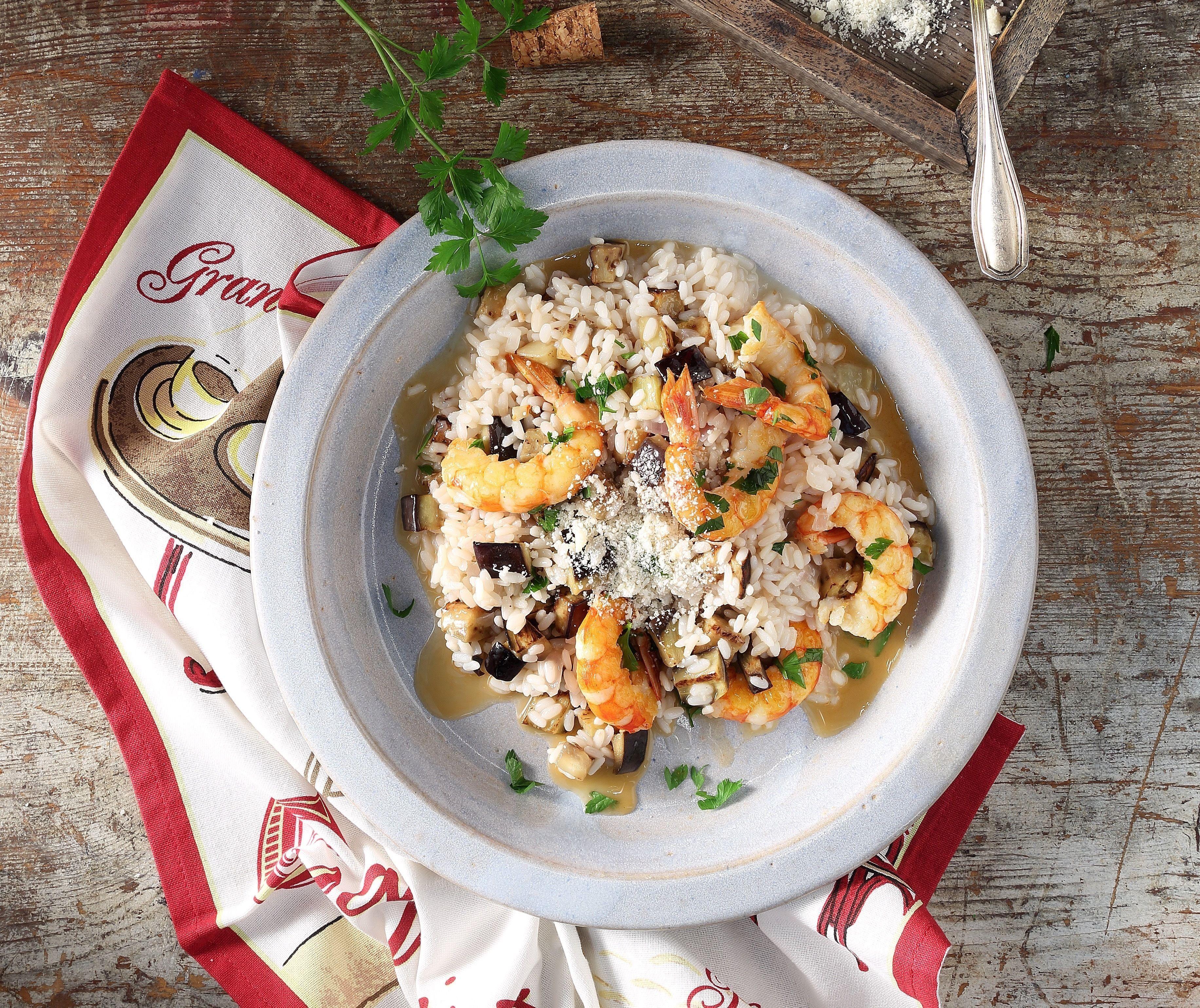 Ριζότο με γαρίδες και μελιτζάνα από τον Άκη. Εύκολη συνταγή για ριζότο με λαχταριστές γαρίδες και μελιτζάνες.