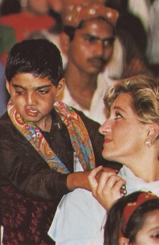 Diana Photos - Princess  Diana's  tender Touch