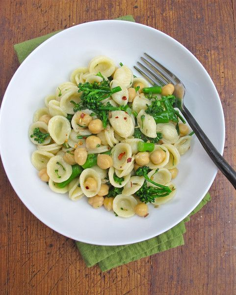 Orecchiette, Broccolini & Chickpeas! Easy vegetarian dinner for tonight! Uses Tessemae's Lemon Garlic Dressing!