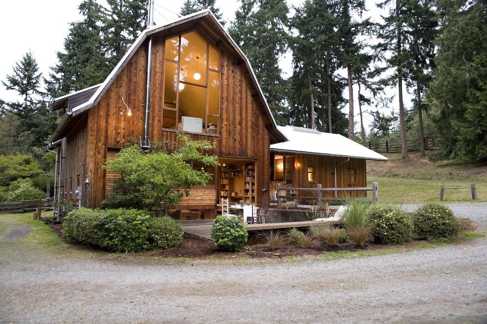 Lovely Pole Barn House Decorating Ideas For Exterior Rustic Design Ideas With Lovely Bark Mulch Curved Barn Style House Barn Renovation Pole Barn Homes