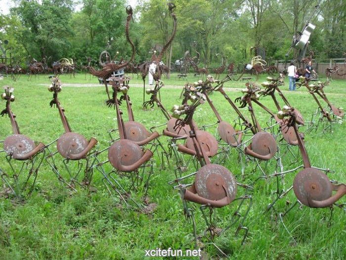 Yard Art Ideas From Junk Metal The Bird Band Funny Strange