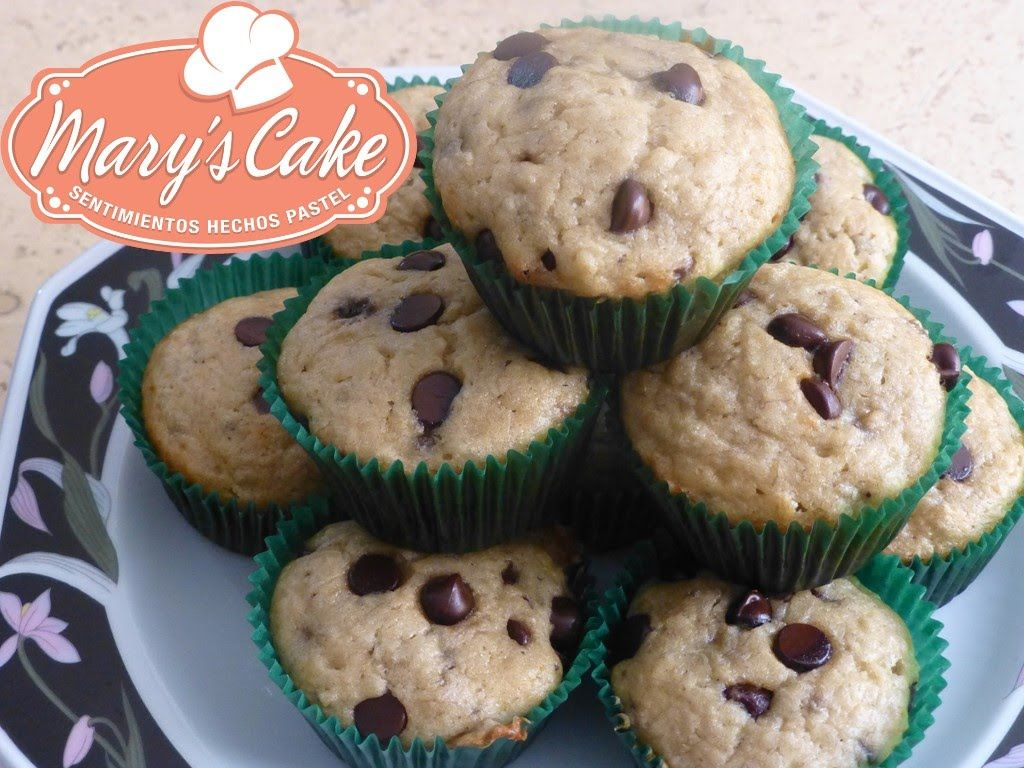 Muffins esponjosos de plátano con chispas de chocolate