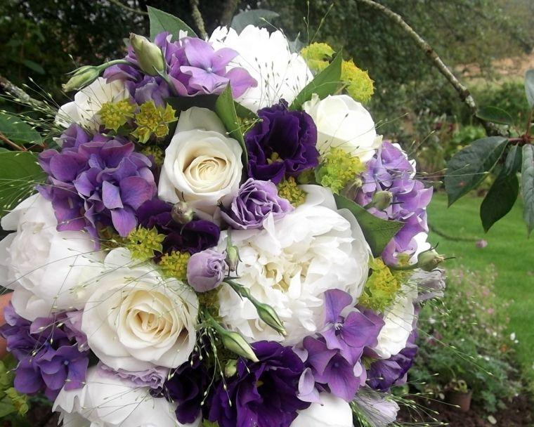 Bouquet Sposa Lilla.Bouquet Sposa Rose Bianche Fiori Lilla Tocchi Verde