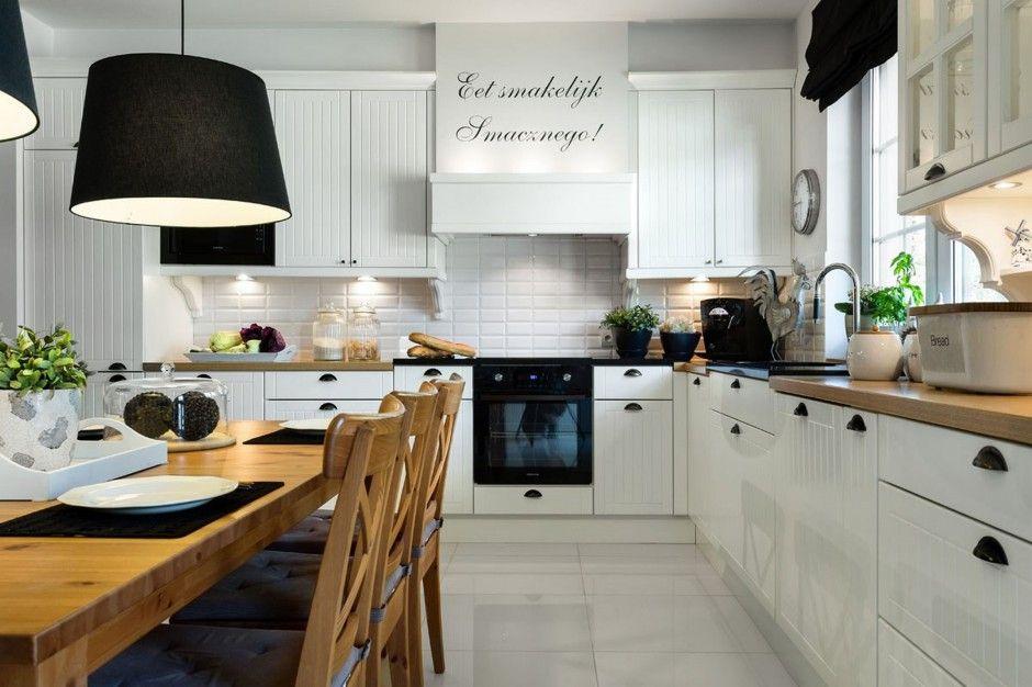 Projekt kuchni w matowym odcieniu bieli, którego elementy ...