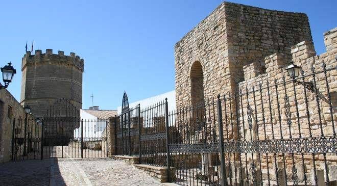 Murallas y Torre de Boabdil en Porcuna © Tinta Blanca Editores. Diputación de Jaén