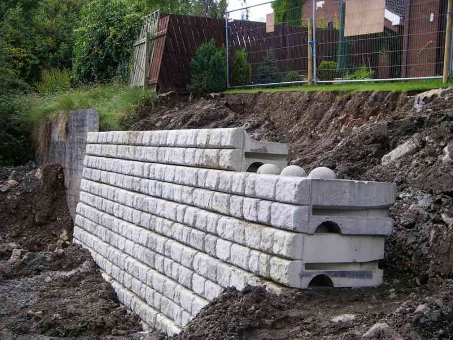 Redi Rock Installation Dromore Moore Concrete Rock Retaining Wall Building A Retaining Wall Landscaping Retaining Walls