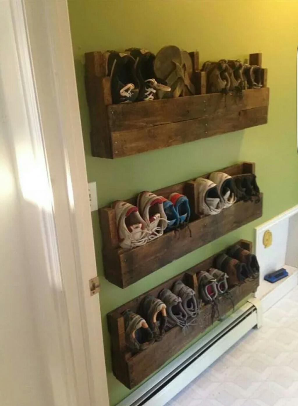 10 façons créatives dorganiser le vestibule avec du bois de palettes!