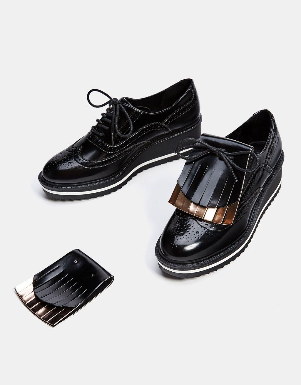 4783aef1079 Bershka España - Blucher picados con solapa intercambiable y extraíble  Zapatos Planos