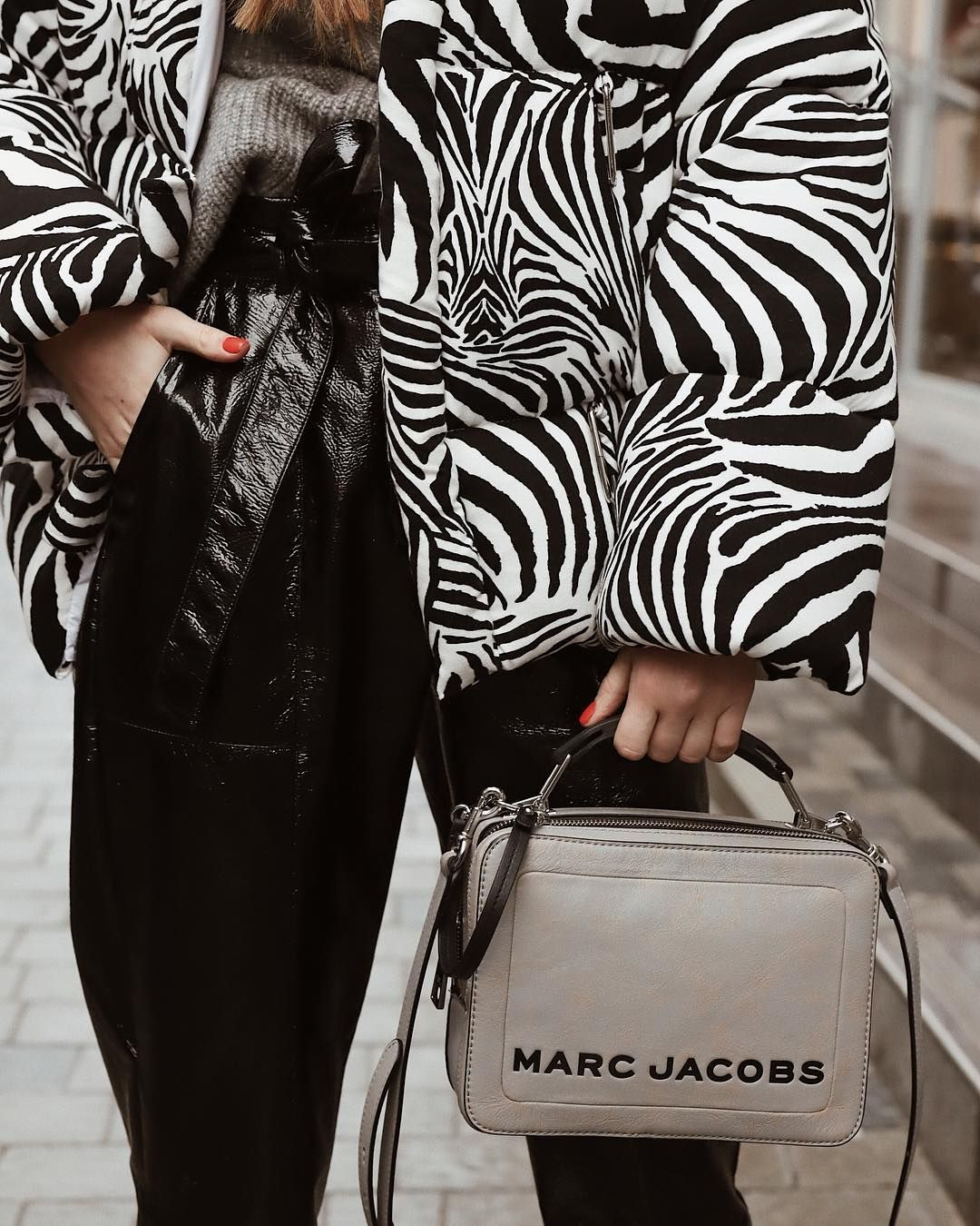 b6a2bb1b1a1a Alina Frendiy spotted with our Marc Jacobs Box Bag in Griffin | In ...