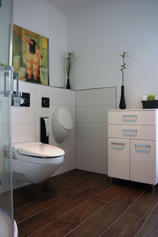 Geberit Dusch WC Aquaclean 8000Plus. Das Urinal ist von