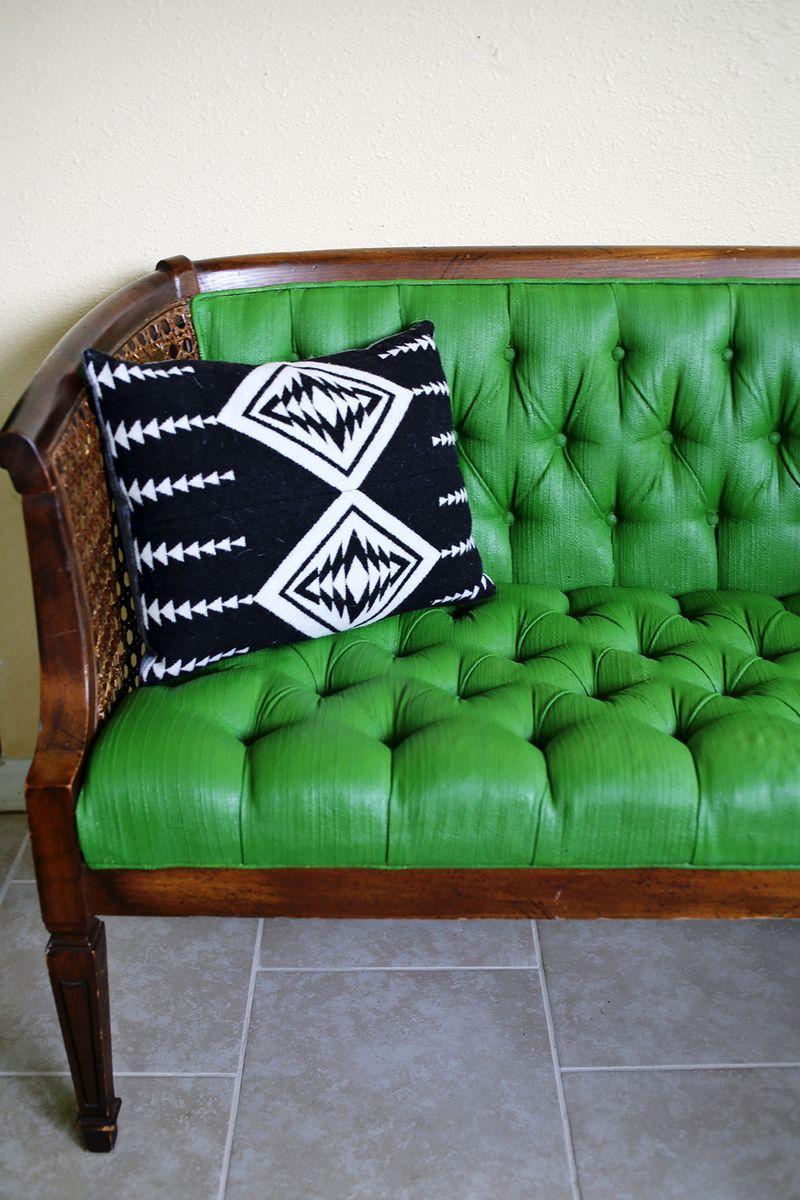 Adventures In Painting Upholstery Mobelverschonerung Grunes Sofa Dekor