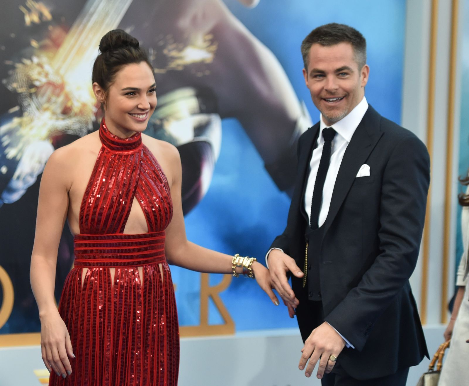 For Anyone Who Thought Chris Pine S Steve Trevor Died In The First Wonder Woman Movie In 2017 Twitter Made Th Gal Gadot Wonder Woman Movie First Wonder Woman