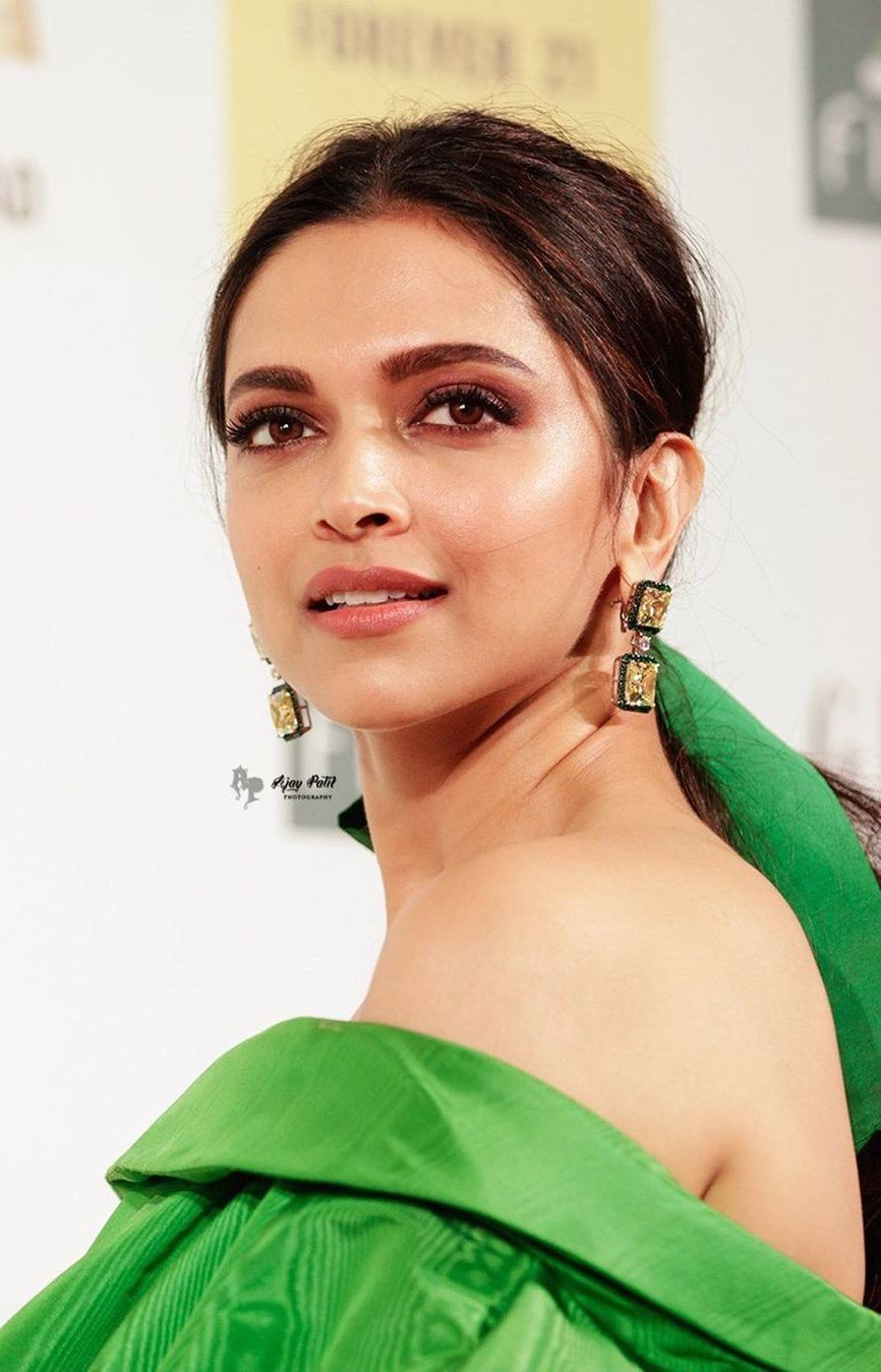 Deepika Padukone Biography Age Height Net Worth Family Movies Buzzzfly Deepika Padukone Deepika Padukone Style Bollywood Actress
