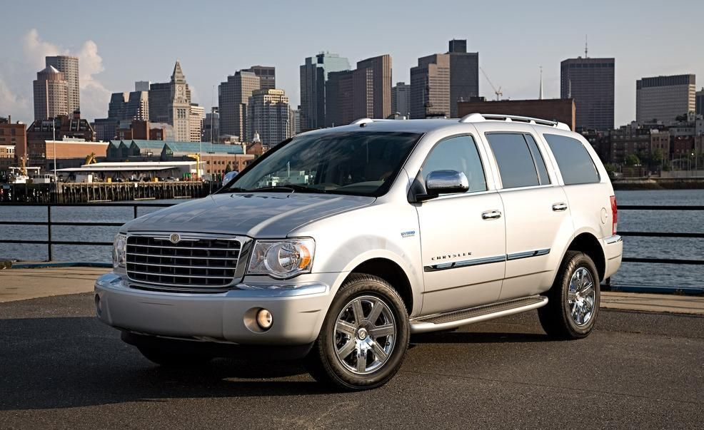 2009 Dodge Durango Hybrid Pictures Photo Gallery Car And Driver Car Design Chrysler Car And Driver