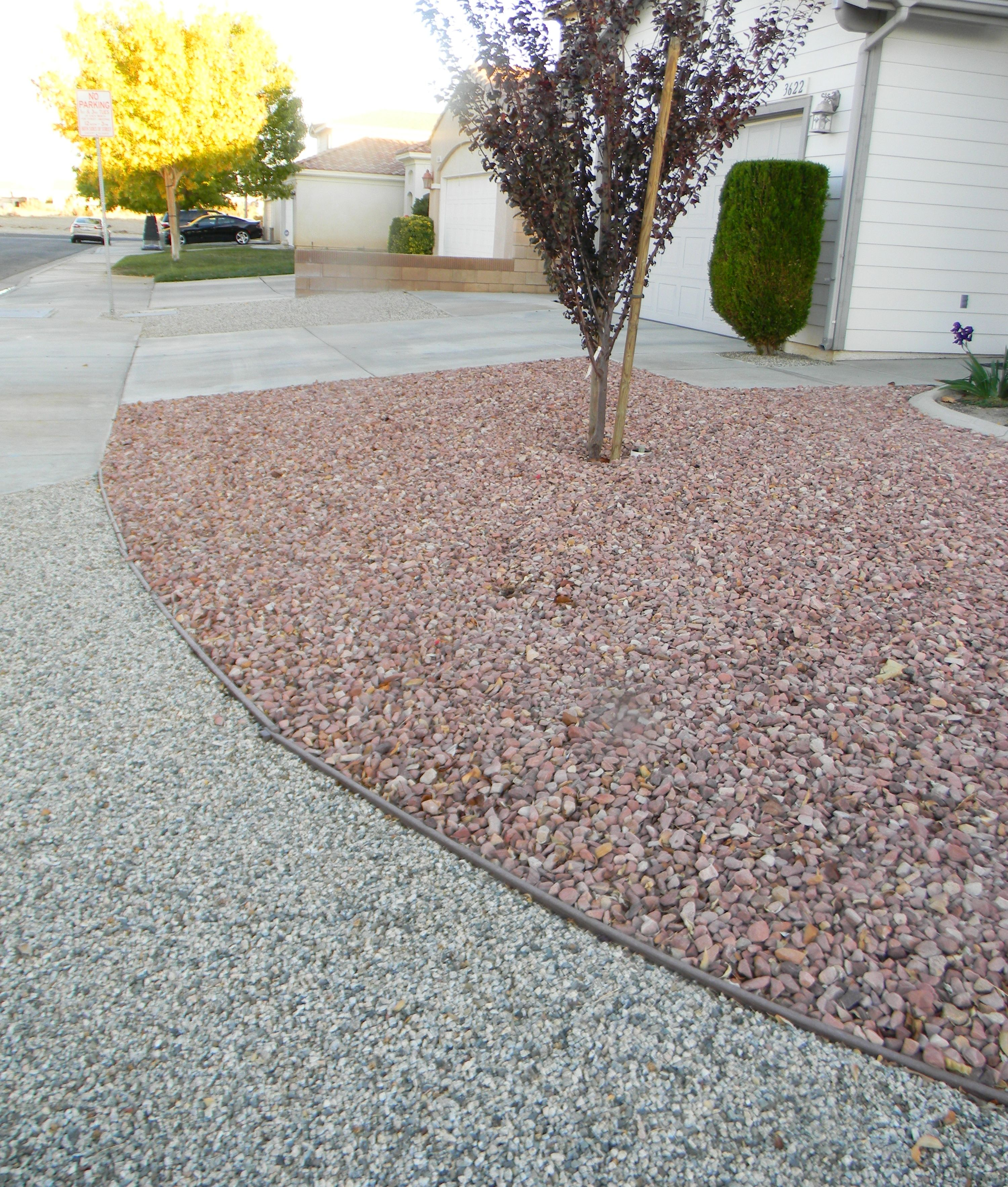 Vegas Pink Gravel Behind A Band Of Grey Granite Pea Gravel Free Landscape Design Gravel Gravel Prices