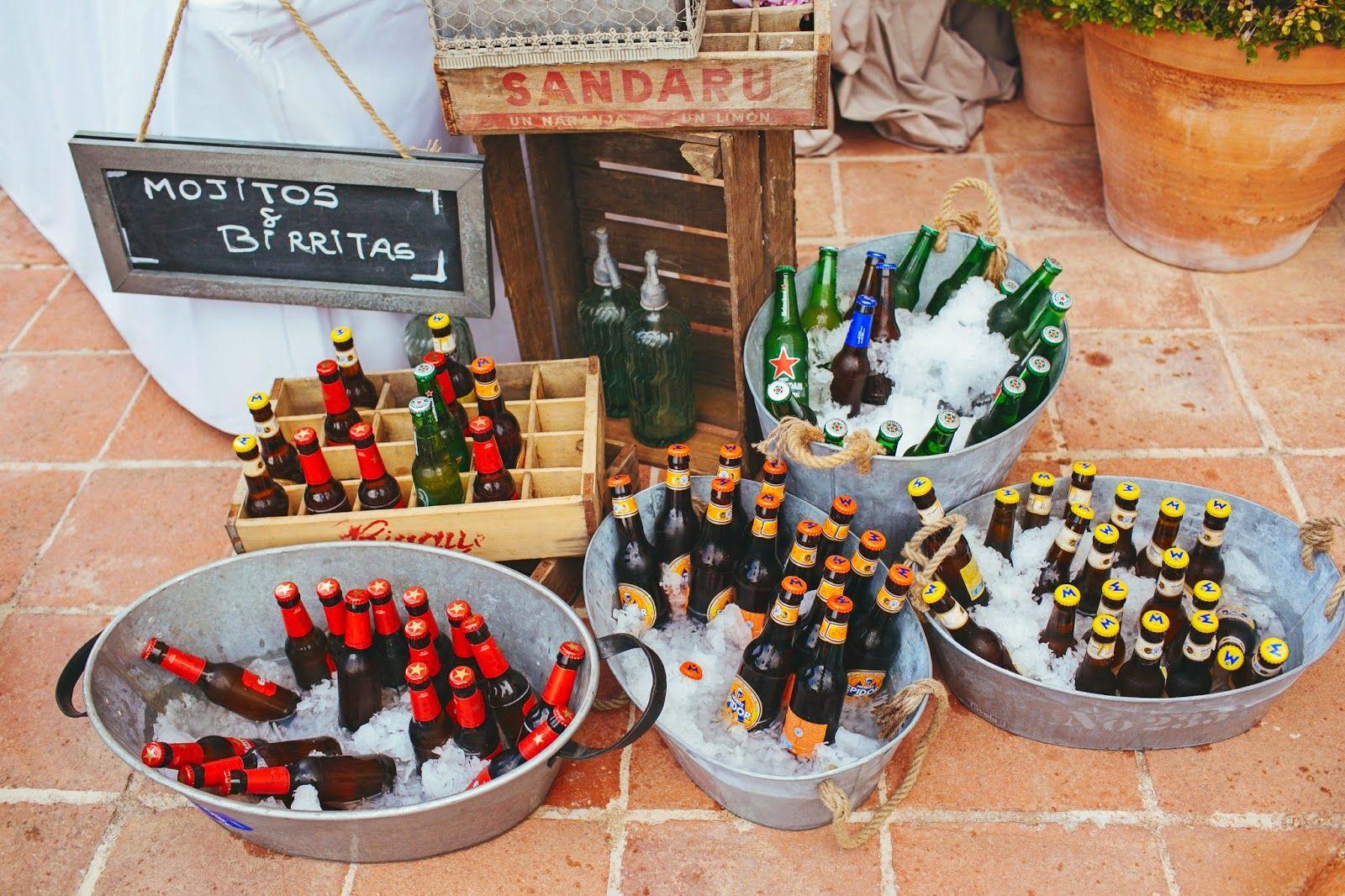 wedding deco beers colors boda cervezas decoración colores cajas de madera pizarra