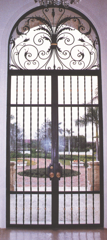 PUERTA DE HIERRO MODELO PAVORREAL Puerta en hierro forjado fabricada ...