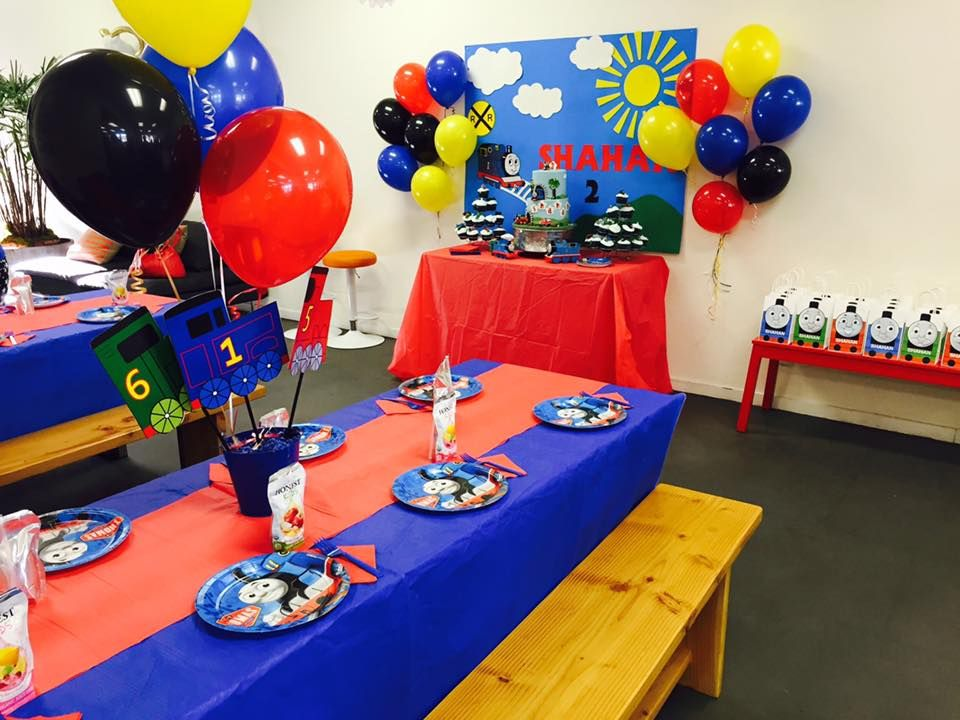 Thomas The Train Themed Birthday Party With Diy Decorations And Table Settings Thomas Birthday Parties Playground Party Train Party Decorations
