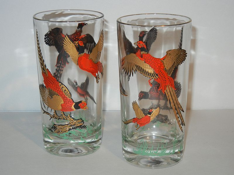 For sale at Retrophoria.com, $15.00 - Pretty mid century tumblers with gold design.