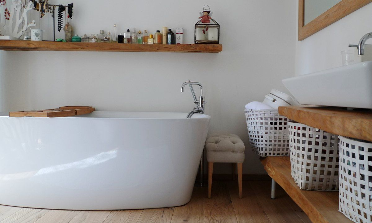 Bagno Parquet ~ Wood white parquet chic interior bath tub freestanding bagno vasca