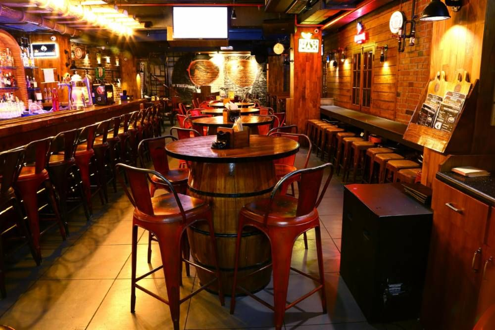 Ideal Bars To Celebrate International Beer Day In Delhi Trip Tap Toe Restaurant Bar Bar Kitchen Bar