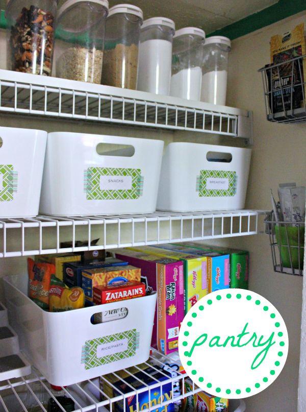 Cute Pantry I Love The Ikea Baskets Rangement Garde Manger Rangements Et Organisation Rangement Cuisine