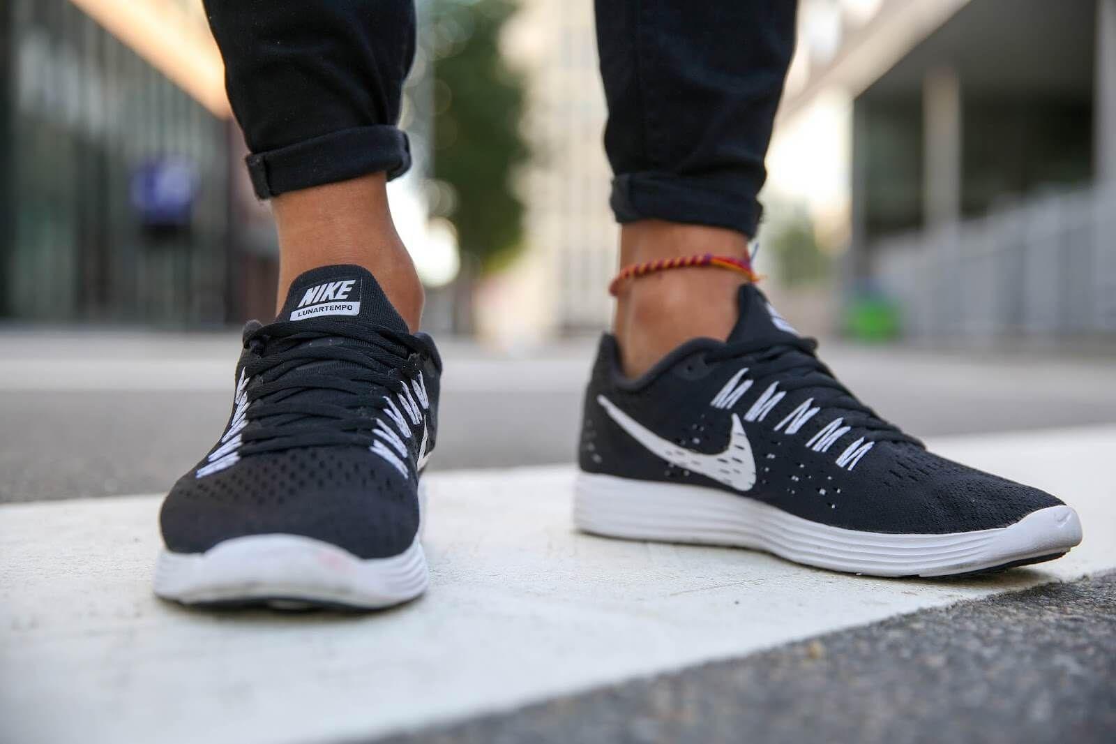 size 40 b1531 b2a58 Nike Lunartempo. Nike Lunartempo Black And White ...