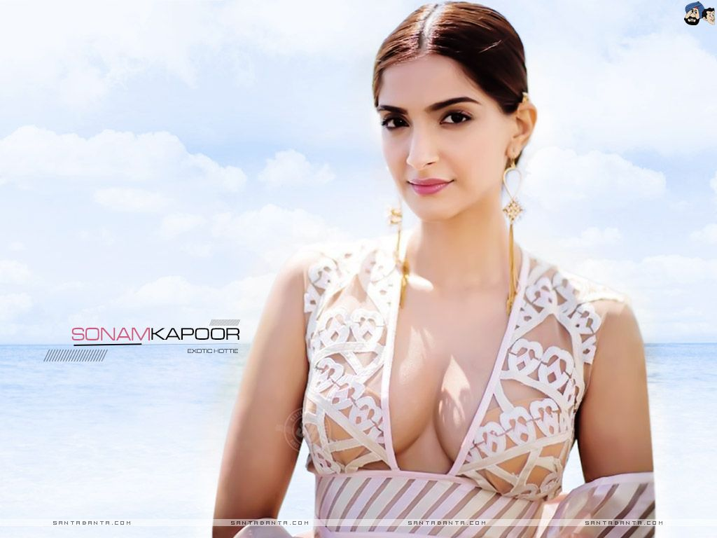 Sonam Kapoor Wallpaper 61 Best Cleavages Sonam Kapoor