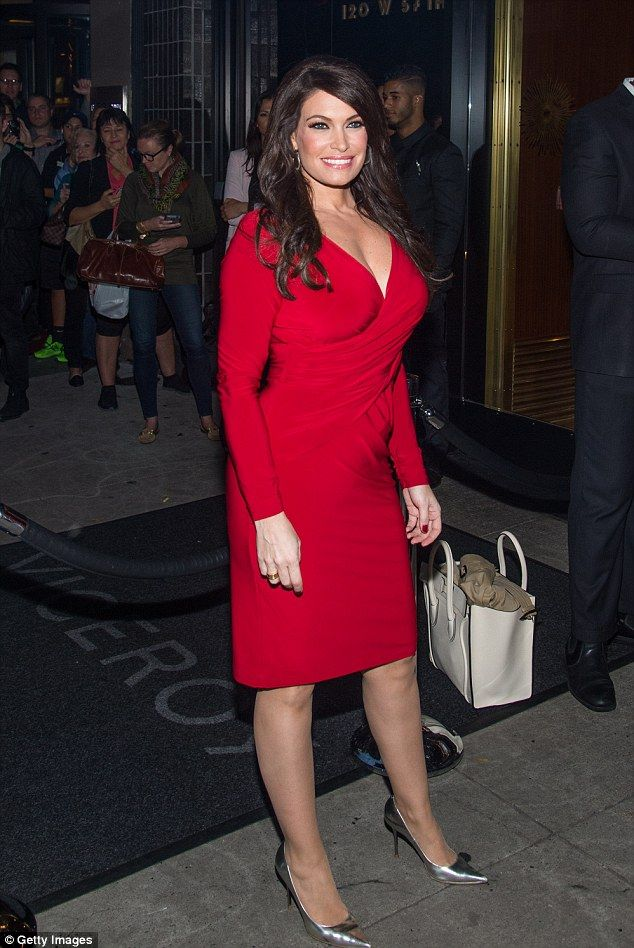 Kimberly guilfoyle in qatar airways hosts gala to celebrate fox news host says young women shouldnt vote kimberly guilfoylenews anchor hairfacebookoctober pmusecretfo Image collections