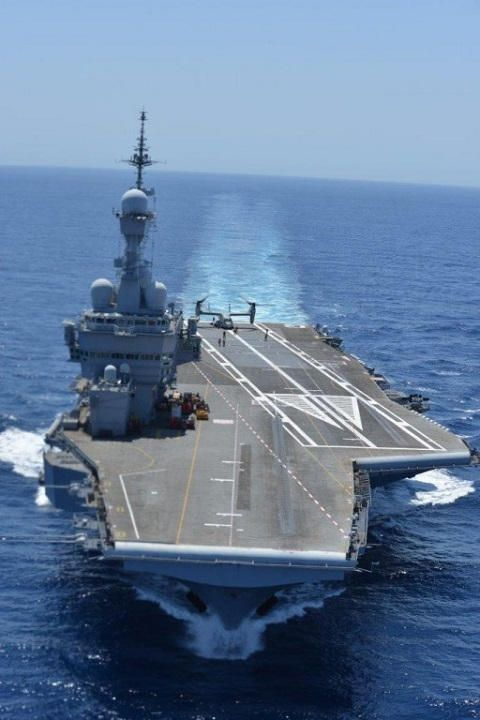 A USMC MV-22B tilt rotor aircraft is tested aboard French Navy aircraft carrier…