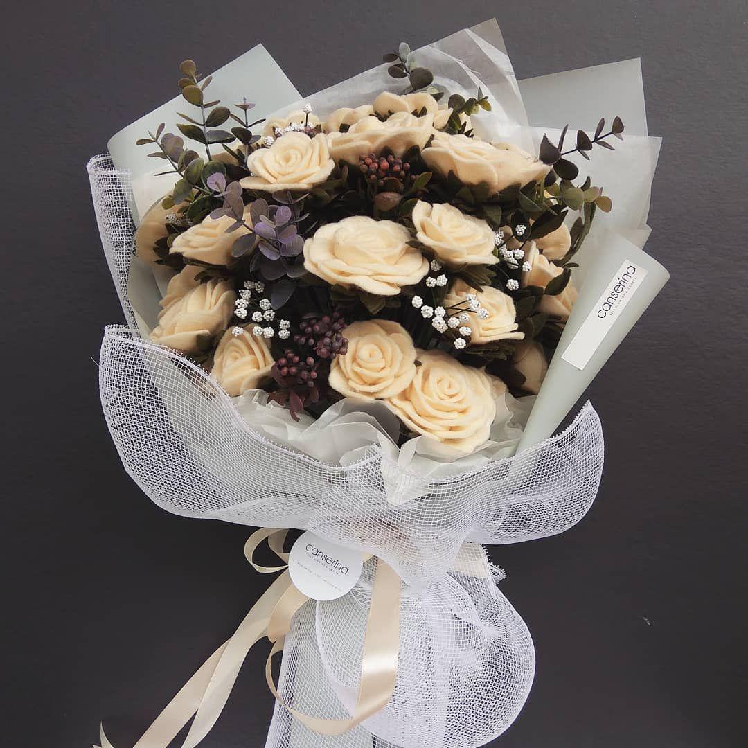 Gambar mungkin berisi: makanan  Felt flowers, Felt flower bouquet
