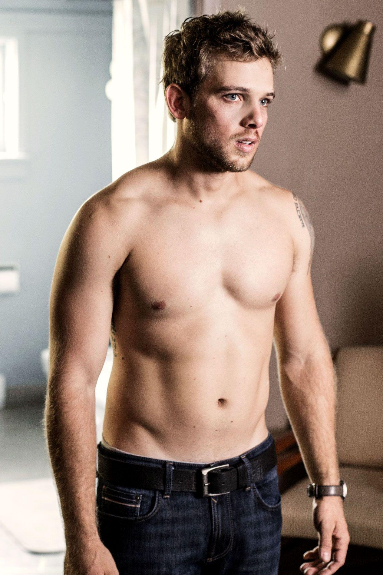 Was Max Thieriot Nude