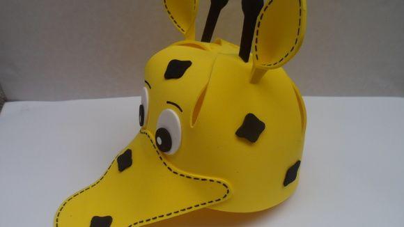 Chapéu feito em E.V.A.. Veste crianças de 3 anos a 10 anos. Para outros  tamanhos pedir orçamento. d60f3eeab54