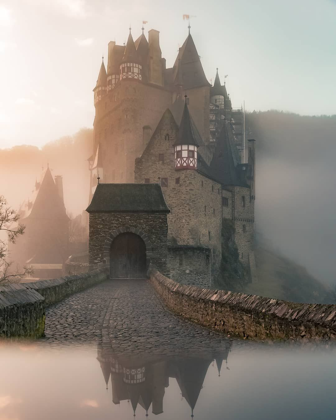 Versaillesadness On Instagram Mysterious Atmosphere At The Fantastic Burg Eltz In Germany Definitely Of The Most Landschaftsfotografie Reisen Reiseziele