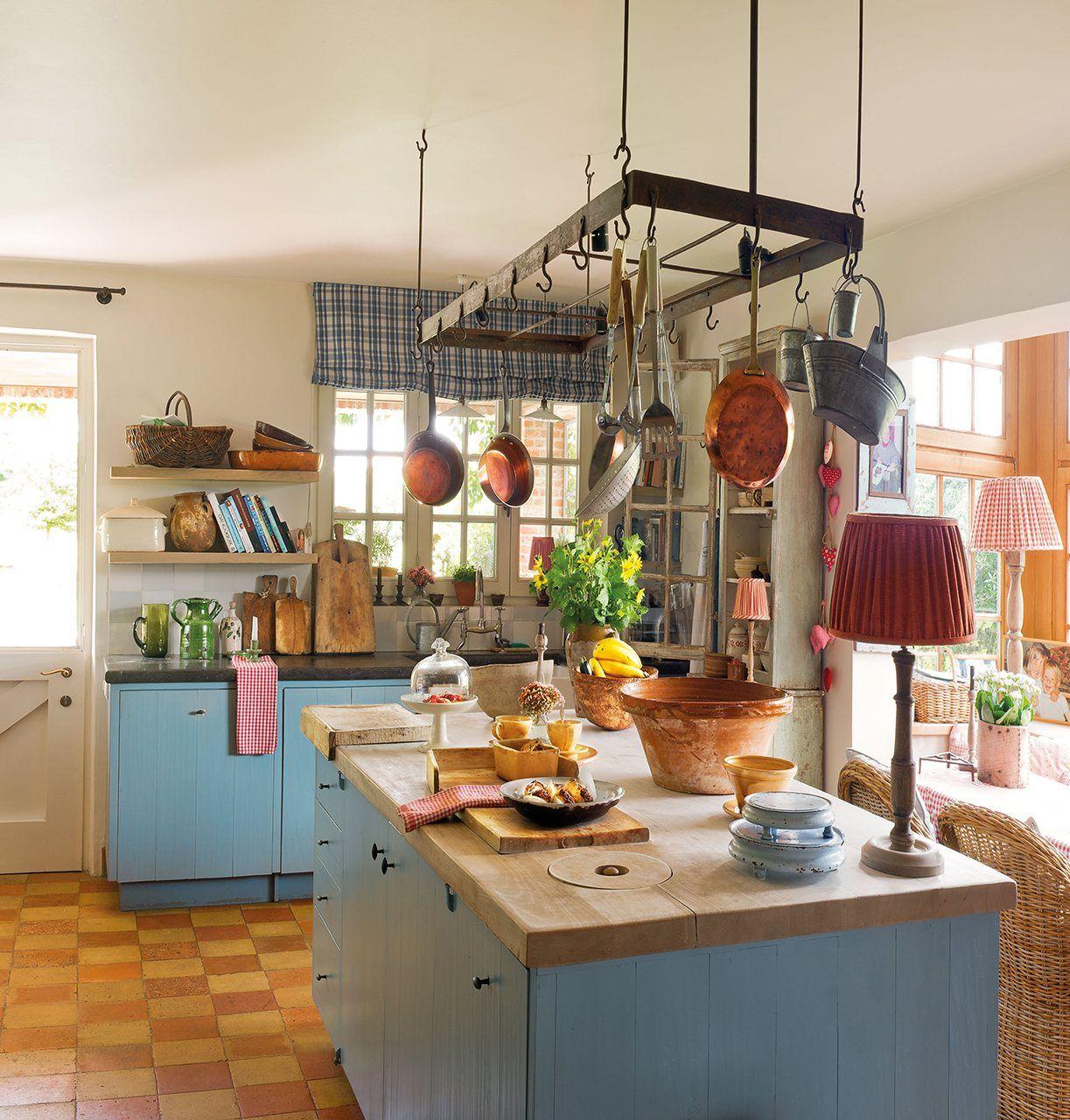 Cocina  El mobiliario lo puedes encontrar en EneDos. Suelo de toba, similar en Neocerámica.