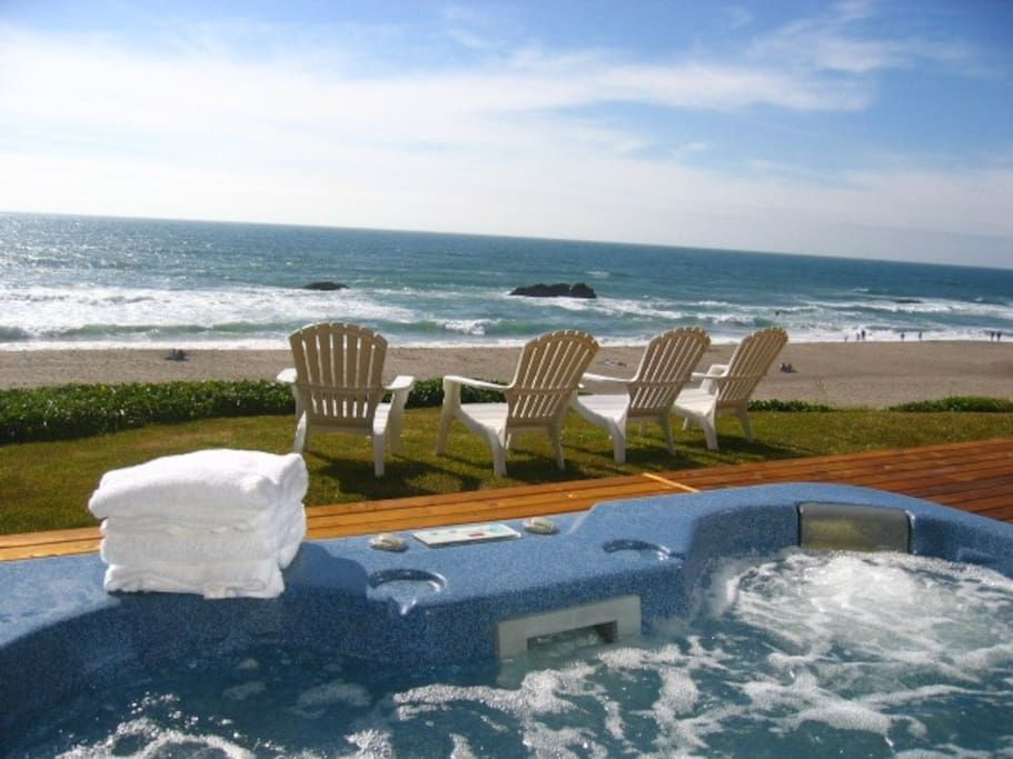 Check Out This Awesome Listing On Airbnb Oceanfront Hot Tub Walk To Casino Houses For Rent In Lincoln Cit Hot Tub Beach House Rental Oregon Coast Vacation
