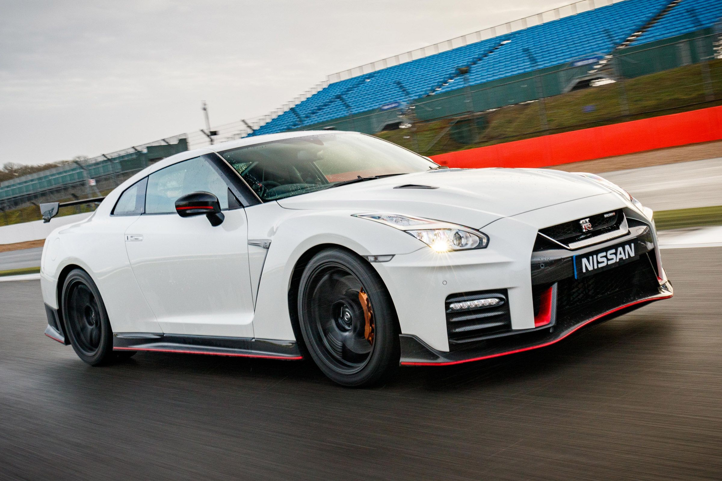 Ultraexclusive Nissan GTR NISMO brings more fire to the