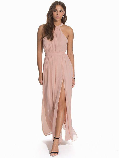 Nelly.com  Halterneck Beaded Dress - NLY Eve - kvinna - Nude. Nyheter varje  dag. Över 800 varumärken. Oändlig variation. 9f5822e782b2f