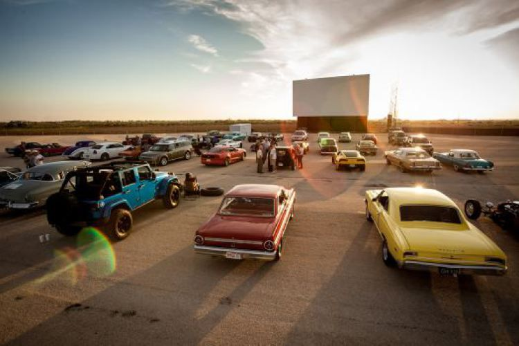 The Drive In Comes Back To Edmonton Yeg Drive In Movie Theater