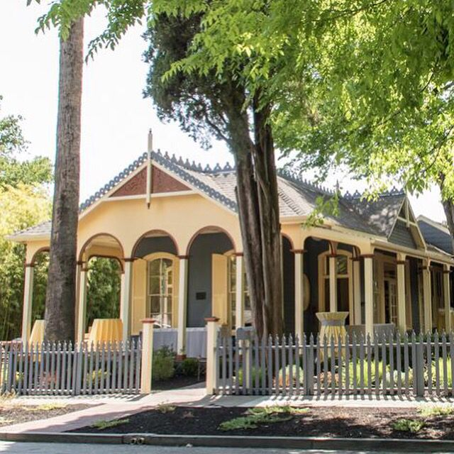 Beautiful facade of the 1860 Brannan Cottage Inn. Photo: Melania Mahoney.com