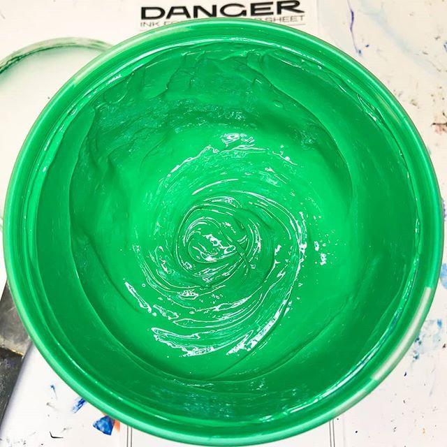 Pantone 348 #Green | In the shop | Tableware, Garden pots, Tray