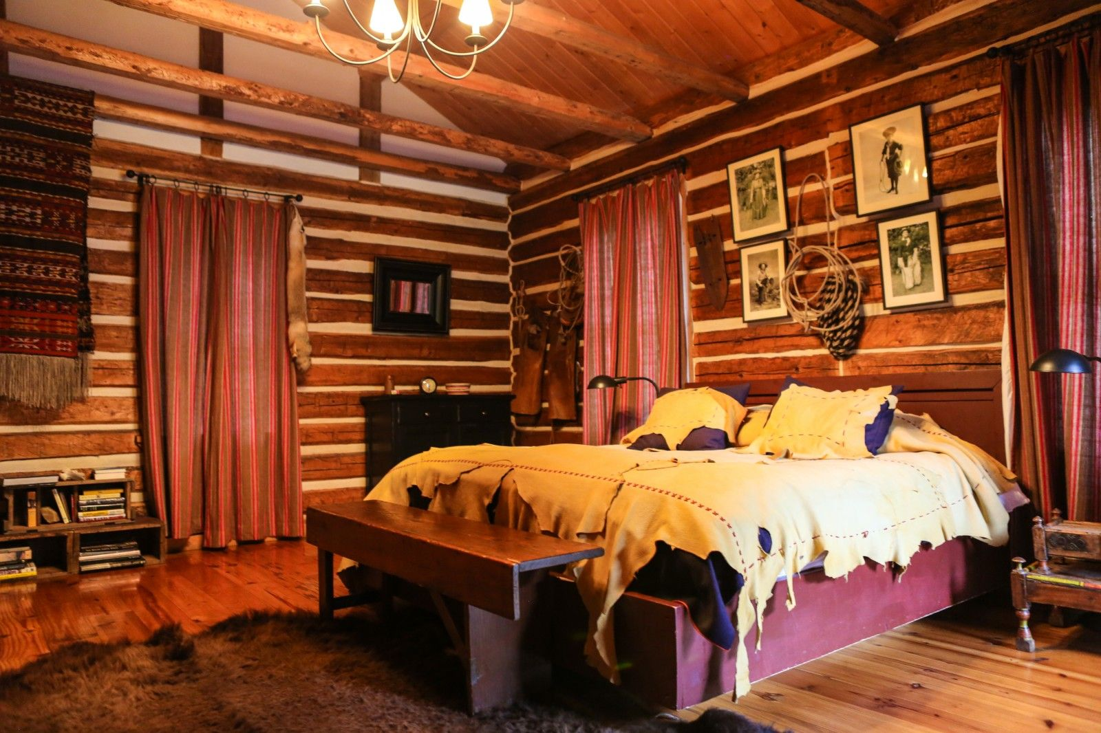 Decor Rustic Cabin In A Room With Traditional Feel Furniture Complete Including Bookshelf And