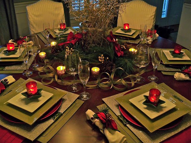 Holiday Table Square Placemats On A Round Table Holiday