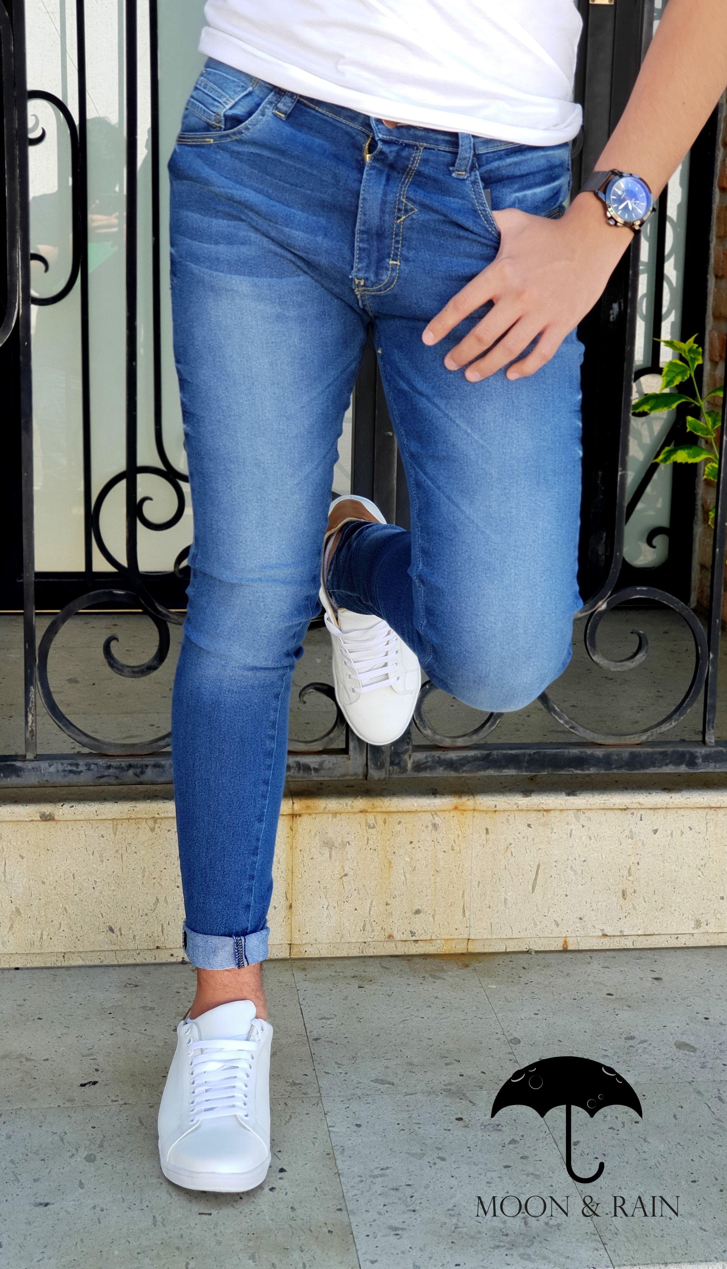 Jeans De Mezclilla Skinny Deslavado De La Marca Moon Rain Y Tenis En Piel Blancos Hecho En Mexico Por Moon Rain Tight Jeans Men Skinny Jeans Jeans Style