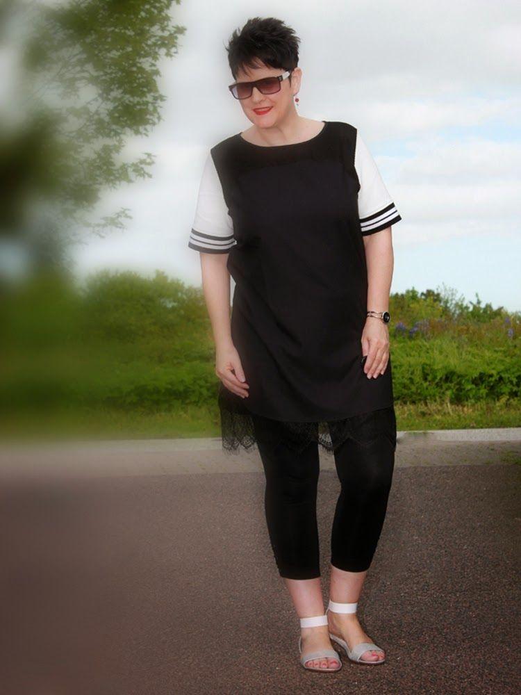 Kleid: Passport - 3/4 Leggings: Bonina - Sandalen: s. Oliver