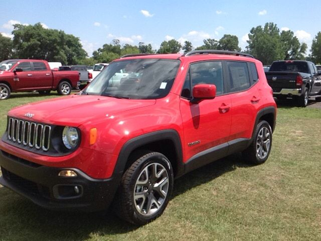 New 2017 Jeep Renegade Latitude 4x4 Suv Elkhart It Comes Equipped With All The Standard Amenities For Your Driving Enjoyment All Jeep Renegade Jeep Elkhart