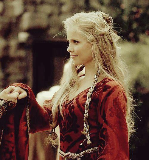 #TheOriginals ♥ #TVD ♥ #ClaireHolt ♥ | Medieval hairstyles ... |Rebekah Vampire Diaries Hair